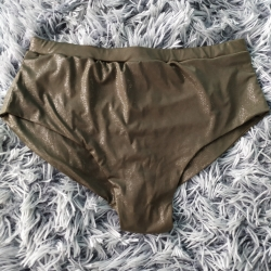 Mid Shorts Gold